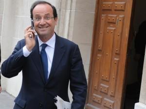 Francois-Hollande-candidat-a-la-presidentielle-quitte-son-QG-de-campagne-le-31-janvier-2012_exact1024x768_l