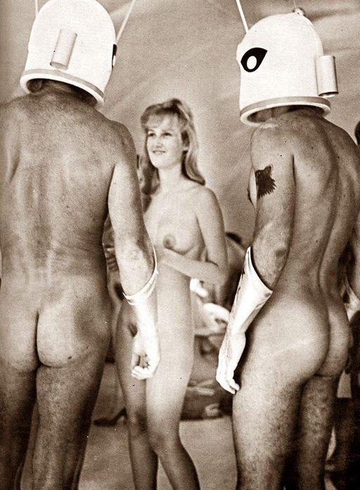 nudes-space-helmets